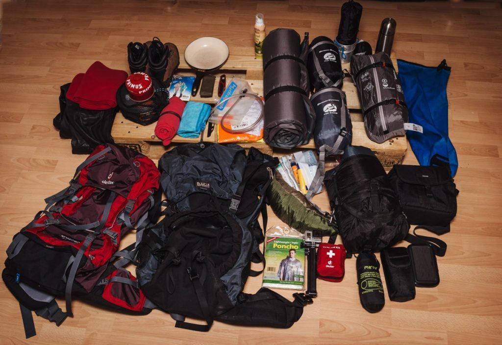 Ausrüstung und Packliste Motorrad und Wandern