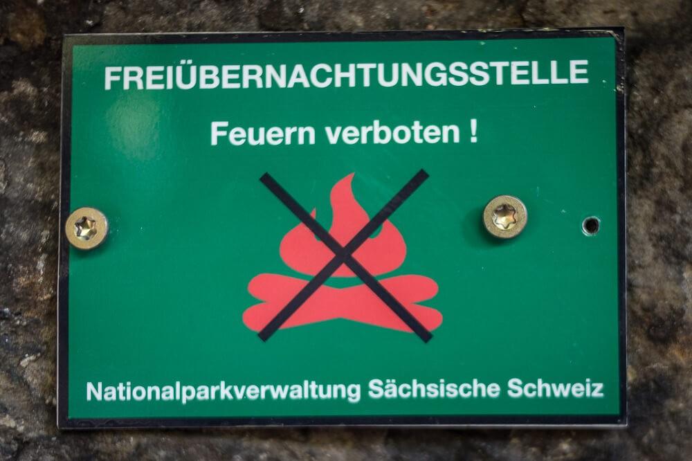 Schild der Freiübernachtungsstelle